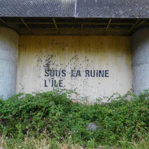 Sous la ruine, l'île