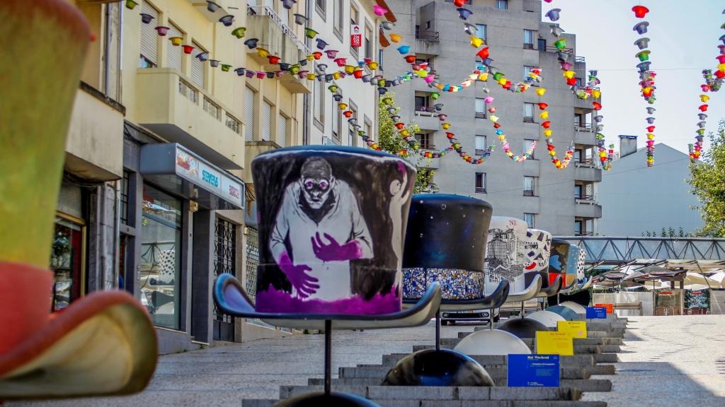 <h4>Chapéus-Gigantes-SJM-junto-à-Praça-Luís-Ribeiro-ago-set-2019</h4><p></p>