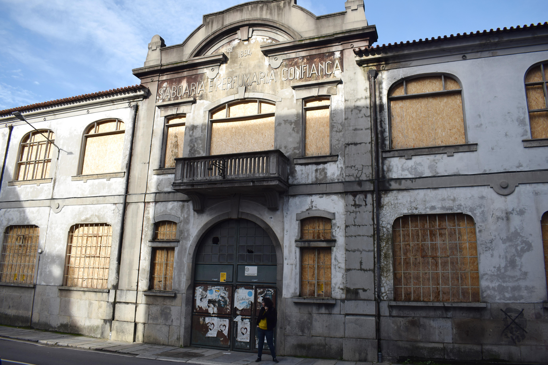 <h4>Confiança frente</h4><p>Figura 01: Antiga fábrica da Saboaria e Perfumaria Confiança, em Braga.</p>
