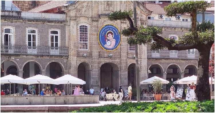 Retrieved from https://bragatv.pt/cidade-de-braga-ja-esta-decorada-para-receber-o-sao-joao/